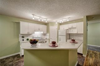 Photo 5: 3774 DOUGLAS RIDGE Link SE in Calgary: Douglasdale/Glen House for sale : MLS®# C4166740