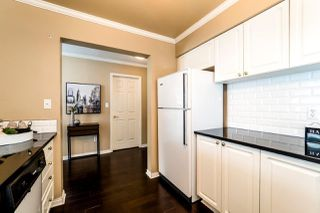 """Photo 8: 409 2288 W 12TH Avenue in Vancouver: Kitsilano Condo for sale in """"CONNAUGHT POINT"""" (Vancouver West)  : MLS®# R2256877"""