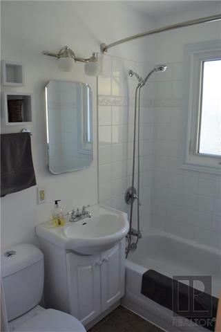 Photo 7: 98 De Bourmont Bay in Winnipeg: Windsor Park Residential for sale (2G)  : MLS®# 1825984