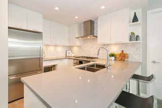 "Photo 5: 709 520 COMO LAKE Avenue in Coquitlam: Coquitlam West Condo for sale in ""CROWN"" : MLS®# R2313415"