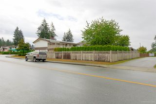 "Photo 2: 1431 SMITH Avenue in Coquitlam: Central Coquitlam House for sale in ""CENTRAL COQUITLAM"" : MLS®# R2319840"