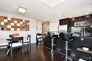 "Photo 7: 1005 638 BEACH Crescent in Vancouver: Yaletown Condo for sale in ""ICON"" (Vancouver West)  : MLS®# R2357913"