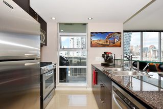 "Photo 9: 1005 638 BEACH Crescent in Vancouver: Yaletown Condo for sale in ""ICON"" (Vancouver West)  : MLS®# R2357913"