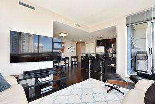 "Photo 4: 1005 638 BEACH Crescent in Vancouver: Yaletown Condo for sale in ""ICON"" (Vancouver West)  : MLS®# R2357913"