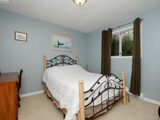 Photo 15: 1279 Lidgate Crt in VICTORIA: SW Strawberry Vale House for sale (Saanich West)  : MLS®# 811754