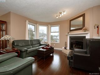 Photo 2: 1279 Lidgate Crt in VICTORIA: SW Strawberry Vale Single Family Detached for sale (Saanich West)  : MLS®# 811754