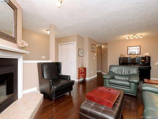 Photo 4: 1279 Lidgate Court in VICTORIA: SW Strawberry Vale Single Family Detached for sale (Saanich West)  : MLS®# 408437