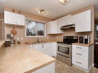 Photo 8: 1279 Lidgate Court in VICTORIA: SW Strawberry Vale Single Family Detached for sale (Saanich West)  : MLS®# 408437