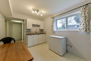 Photo 13: 5025 WOODSWORTH Street in Burnaby: Greentree Village House for sale (Burnaby South)  : MLS®# R2361633