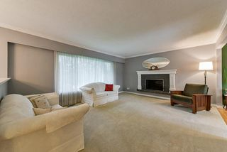 Photo 2: 5025 WOODSWORTH Street in Burnaby: Greentree Village House for sale (Burnaby South)  : MLS®# R2361633