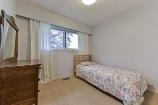 Photo 9: 5025 WOODSWORTH Street in Burnaby: Greentree Village House for sale (Burnaby South)  : MLS®# R2361633