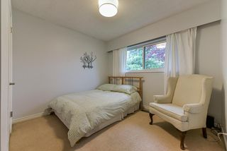 Photo 8: 5025 WOODSWORTH Street in Burnaby: Greentree Village House for sale (Burnaby South)  : MLS®# R2361633