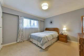 Photo 7: 5025 WOODSWORTH Street in Burnaby: Greentree Village House for sale (Burnaby South)  : MLS®# R2361633