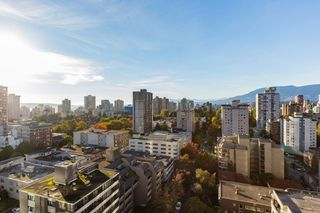 """Photo 3: 1706 909 BURRARD Street in Vancouver: West End VW Condo for sale in """"Vancouver Tower"""" (Vancouver West)  : MLS®# R2363575"""