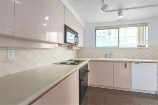 """Photo 7: 1706 909 BURRARD Street in Vancouver: West End VW Condo for sale in """"Vancouver Tower"""" (Vancouver West)  : MLS®# R2363575"""