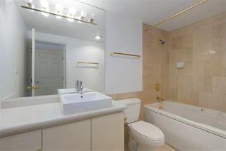 """Photo 8: 1706 909 BURRARD Street in Vancouver: West End VW Condo for sale in """"Vancouver Tower"""" (Vancouver West)  : MLS®# R2363575"""