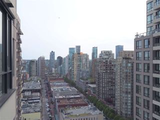 """Photo 10: 2608 909 MAINLAND Street in Vancouver: Yaletown Condo for sale in """"Yaletown Park 2"""" (Vancouver West)  : MLS®# R2365237"""