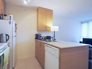 """Photo 3: 2608 909 MAINLAND Street in Vancouver: Yaletown Condo for sale in """"Yaletown Park 2"""" (Vancouver West)  : MLS®# R2365237"""