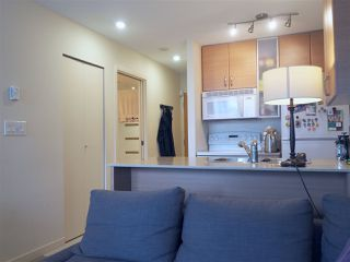 """Photo 4: 2608 909 MAINLAND Street in Vancouver: Yaletown Condo for sale in """"Yaletown Park 2"""" (Vancouver West)  : MLS®# R2365237"""
