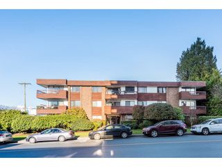 """Photo 2: 201 122 E 17TH Street in North Vancouver: Central Lonsdale Condo for sale in """"IMPERIAL HOUSE"""" : MLS®# R2385723"""