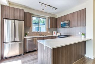 "Photo 4: 515 1152 WINDSOR Mews in Coquitlam: New Horizons Condo for sale in ""PARKER HOUSE EAST"" : MLS®# R2397251"