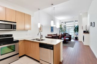 Photo 3: 422 2484 WILSON Avenue in Port Coquitlam: Central Pt Coquitlam Condo for sale : MLS®# R2435839