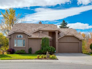 Main Photo: 270 Douglasbank Mews SE in Calgary: Douglasdale/Glen Detached for sale : MLS®# A1040607