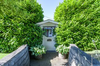 Photo 2: 15288 ROYAL Ave: White Rock Home for sale ()  : MLS®# F1442674