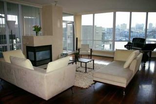 "Photo 2: 303 1328 MARINASIDE CR in Vancouver: False Creek North Condo for sale in ""CONCORD"" (Vancouver West)  : MLS®# V588979"