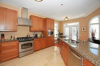 Photo 9: 104 24 Bonnell Crest in Aurora: Aurora Estates Condo for sale : MLS®# N2886079
