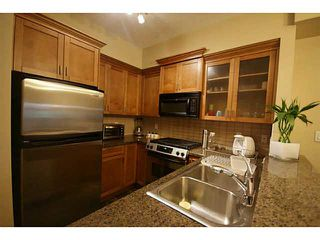 """Photo 3: 30 7388 MACPHERSON Avenue in Burnaby: Metrotown Townhouse for sale in """"ACACIA GARDENS"""" (Burnaby South)  : MLS®# V1125482"""