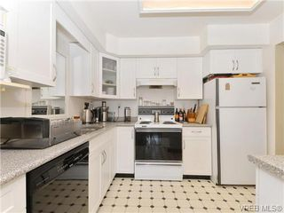 Photo 10: 216 1366 Hillside Avenue in VICTORIA: Vi Oaklands Condo Apartment for sale (Victoria)  : MLS®# 369414