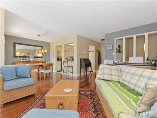 Photo 3: 216 1366 Hillside Avenue in VICTORIA: Vi Oaklands Condo Apartment for sale (Victoria)  : MLS®# 369414