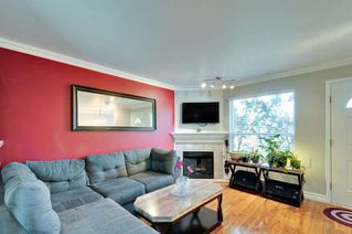 Photo 2: 10 9540 PRINCE CHARLES Boulevard in Surrey: Queen Mary Park Surrey Townhouse for sale : MLS®# R2162922