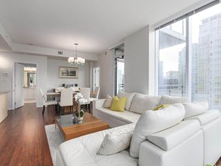 "Photo 4: 1705 1211 MELVILLE Street in Vancouver: Coal Harbour Condo for sale in ""THE RITZ"" (Vancouver West)  : MLS®# R2173539"