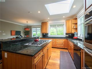 Photo 5: 1676 Chandler Avenue in VICTORIA: Vi Fairfield East Single Family Detached for sale (Victoria)  : MLS®# 379564