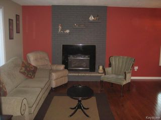 Photo 2: 110 NORTH HILL Drive in East St Paul: North Hill Park Residential for sale (3P)  : MLS®# 1715941