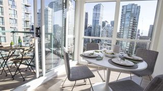 "Photo 8: 2202 939 HOMER Street in Vancouver: Yaletown Condo for sale in ""PINNACLE"" (Vancouver West)  : MLS®# R2183796"