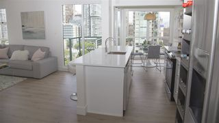 "Photo 5: 2202 939 HOMER Street in Vancouver: Yaletown Condo for sale in ""PINNACLE"" (Vancouver West)  : MLS®# R2183796"