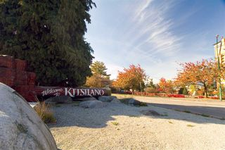 "Photo 1: 105 2335 YORK Avenue in Vancouver: Kitsilano Condo for sale in ""YORKDALE VILLA"" (Vancouver West)  : MLS®# R2215040"