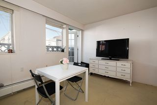"Photo 5: 105 2335 YORK Avenue in Vancouver: Kitsilano Condo for sale in ""YORKDALE VILLA"" (Vancouver West)  : MLS®# R2215040"