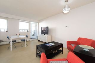 "Photo 3: 105 2335 YORK Avenue in Vancouver: Kitsilano Condo for sale in ""YORKDALE VILLA"" (Vancouver West)  : MLS®# R2215040"