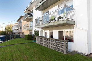 "Photo 14: 105 2335 YORK Avenue in Vancouver: Kitsilano Condo for sale in ""YORKDALE VILLA"" (Vancouver West)  : MLS®# R2215040"