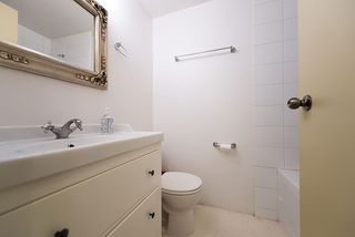 "Photo 11: 105 2335 YORK Avenue in Vancouver: Kitsilano Condo for sale in ""YORKDALE VILLA"" (Vancouver West)  : MLS®# R2215040"