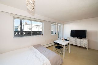 "Photo 4: 105 2335 YORK Avenue in Vancouver: Kitsilano Condo for sale in ""YORKDALE VILLA"" (Vancouver West)  : MLS®# R2215040"