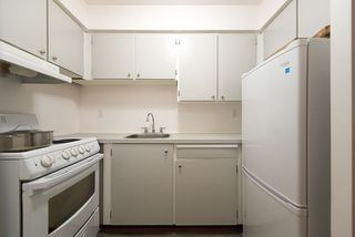 "Photo 9: 105 2335 YORK Avenue in Vancouver: Kitsilano Condo for sale in ""YORKDALE VILLA"" (Vancouver West)  : MLS®# R2215040"