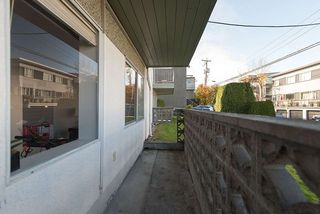 "Photo 12: 105 2335 YORK Avenue in Vancouver: Kitsilano Condo for sale in ""YORKDALE VILLA"" (Vancouver West)  : MLS®# R2215040"