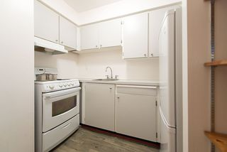 "Photo 10: 105 2335 YORK Avenue in Vancouver: Kitsilano Condo for sale in ""YORKDALE VILLA"" (Vancouver West)  : MLS®# R2215040"