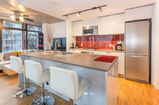 "Photo 2: 2603 128 W CORDOVA Street in Vancouver: Downtown VW Condo for sale in ""Woodwards"" (Vancouver West)  : MLS®# R2233860"
