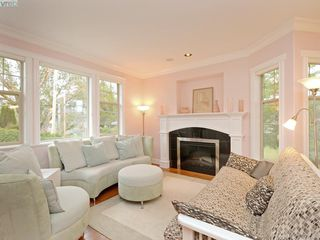 Photo 2: 1786 Barrie Rd in VICTORIA: SE Gordon Head House for sale (Saanich East)  : MLS®# 789236